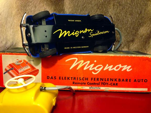 Mignon Oval Window Remote Control Toy