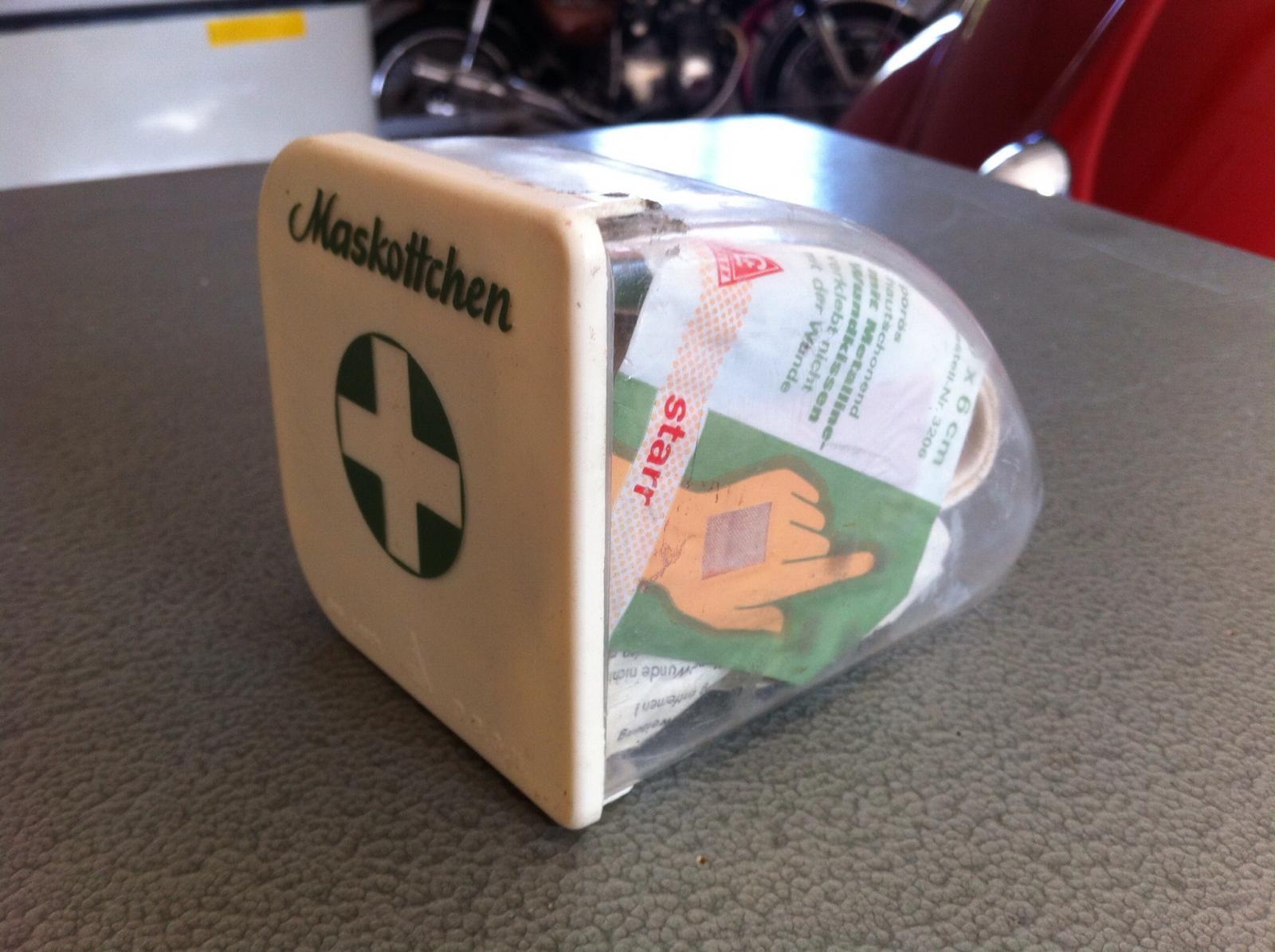 Maskottchen first aid kit