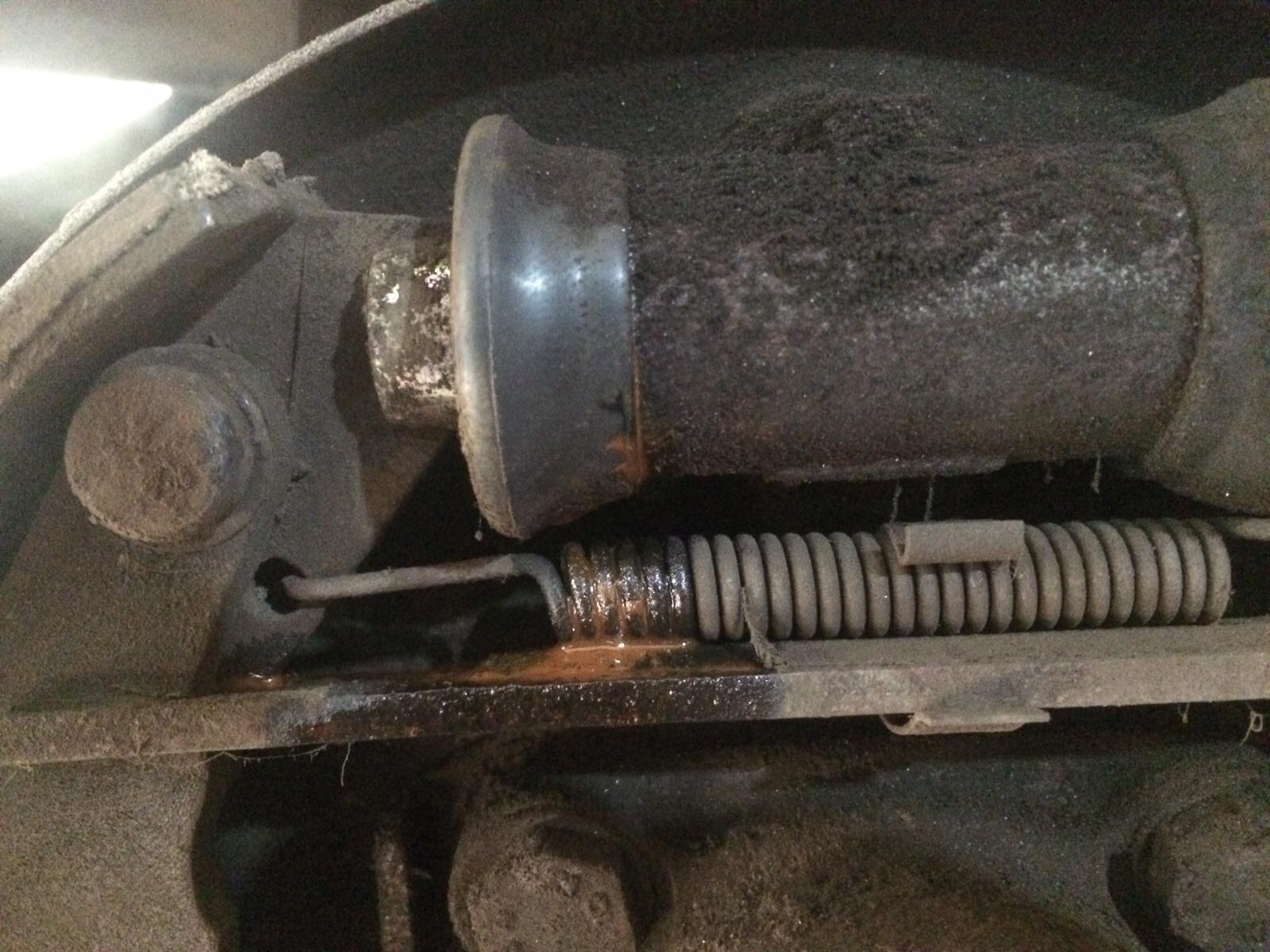Leaky wheel cylinder