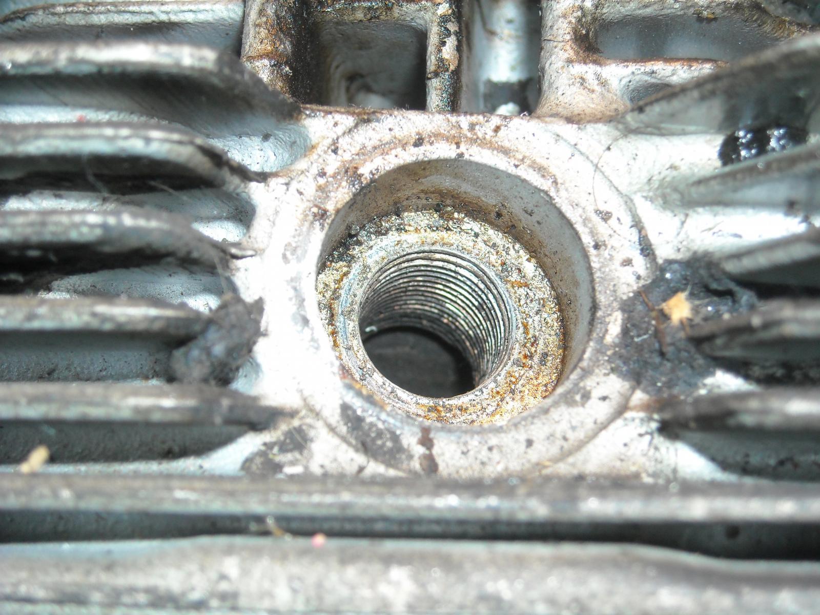 Type IV cylinder head sparkplug thread