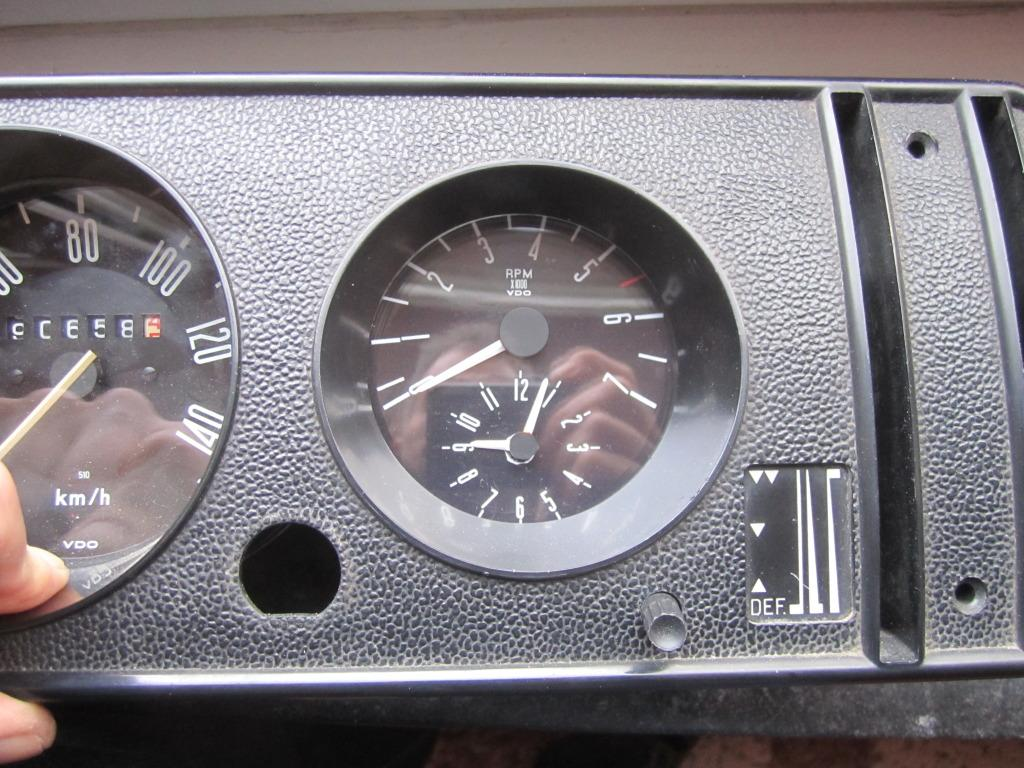 M-B W124 Tachometer in Bay