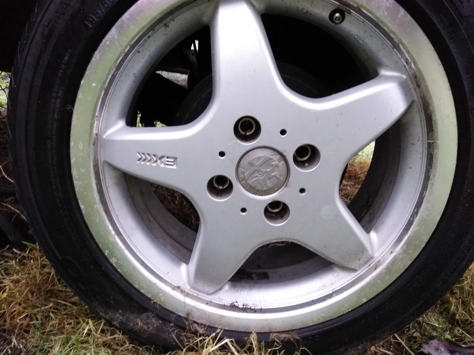 Can anyone I'd these wheels?