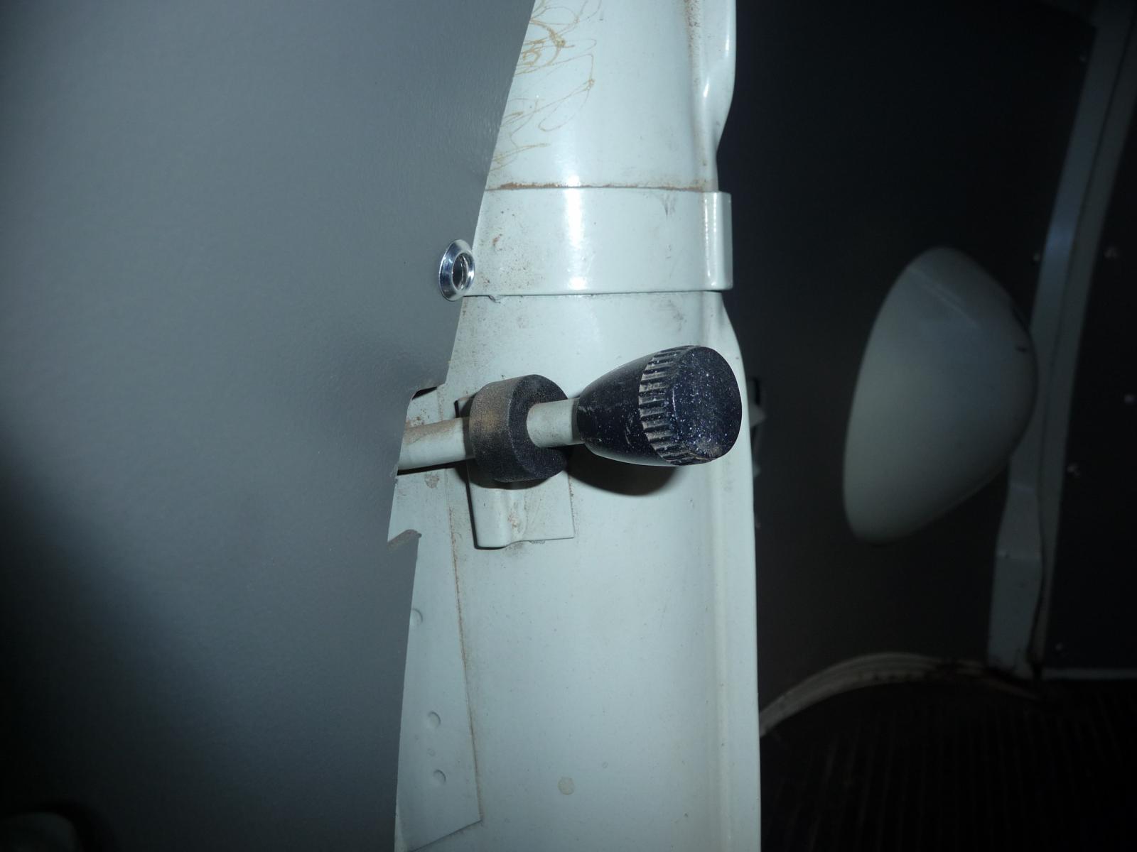 Heat deflector knob