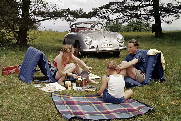 Picnic with Porsche 356