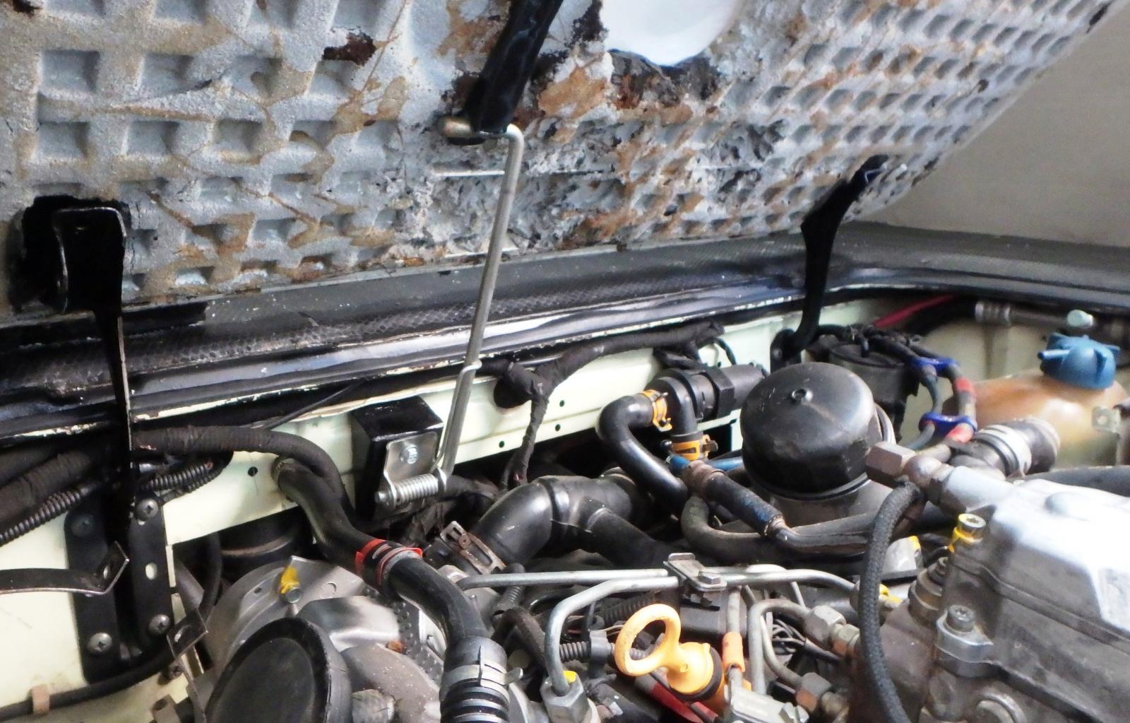 engine hinged lid