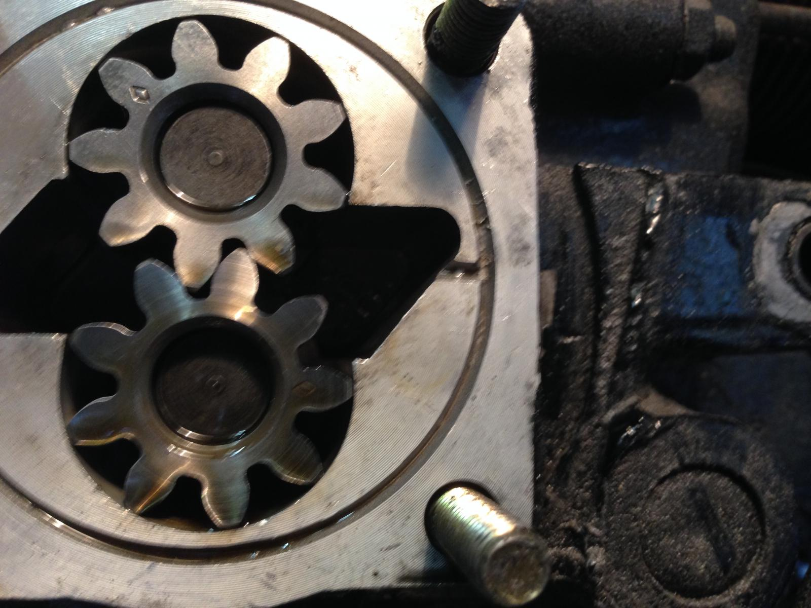 Oil pump gear alignment