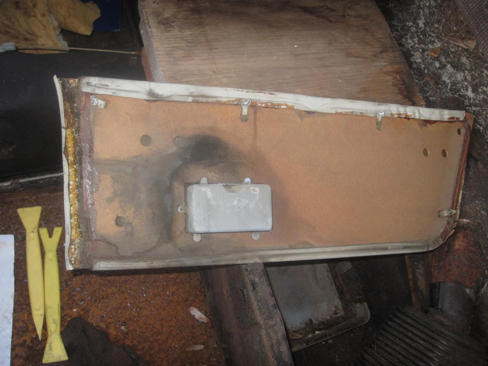 Notchback rear upper door panel removal