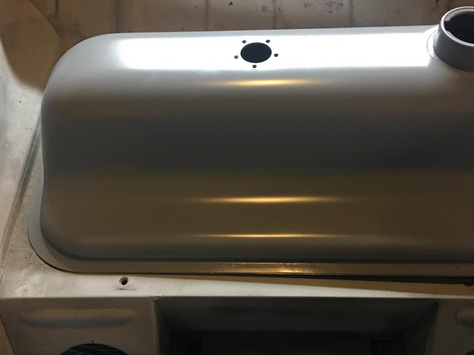 caoutchouc gris sous le tableau de bord (parois verticales)  1837275