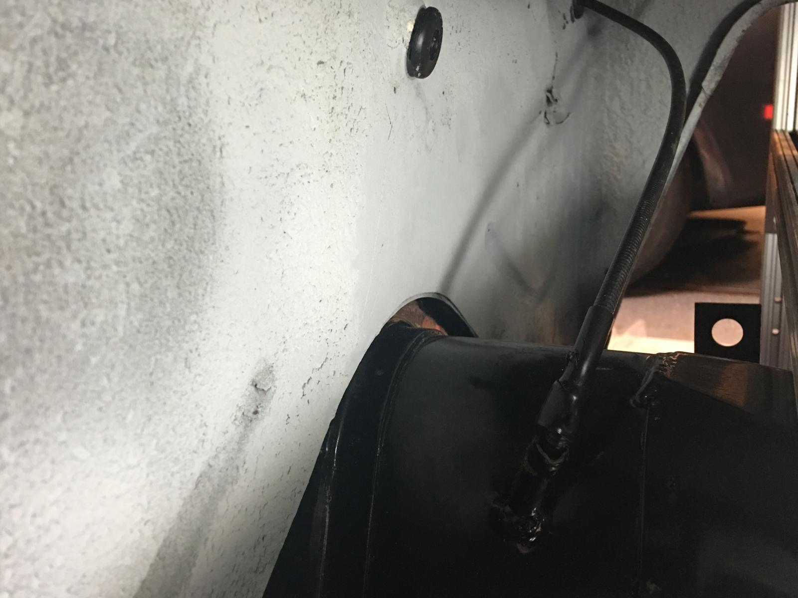 caoutchouc gris sous le tableau de bord (parois verticales)  1837276