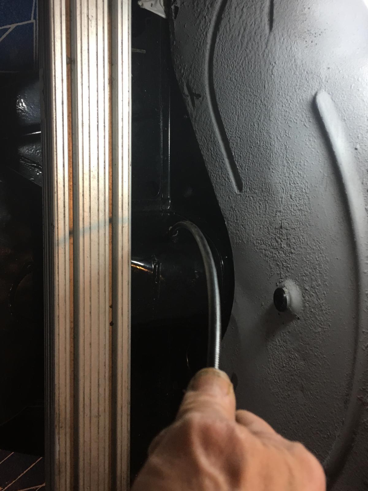 caoutchouc gris sous le tableau de bord (parois verticales)  1837295