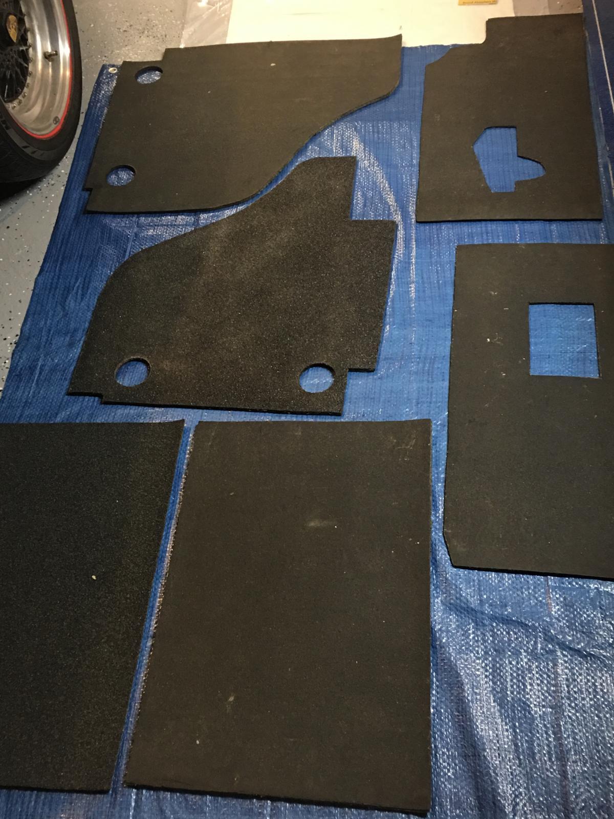caoutchouc gris sous le tableau de bord (parois verticales)  1837354