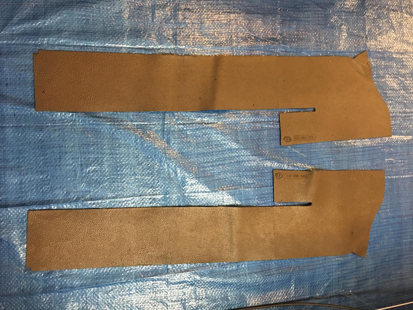 caoutchouc gris sous le tableau de bord (parois verticales)  1837460
