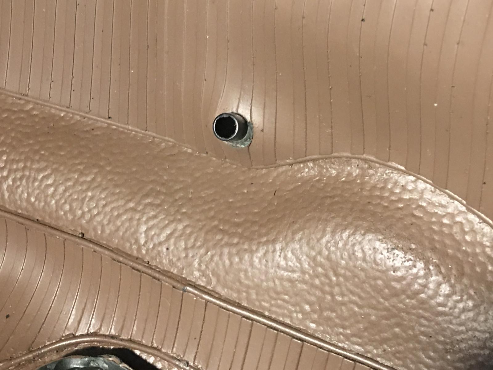 caoutchouc gris sous le tableau de bord (parois verticales)  1837476