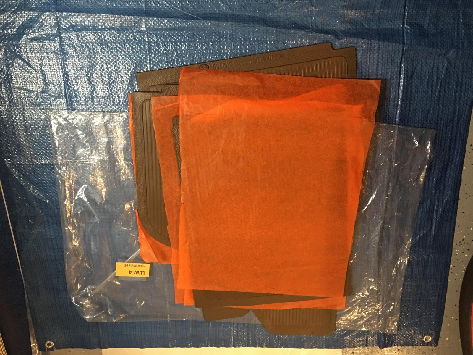 caoutchouc gris sous le tableau de bord (parois verticales)  1837506