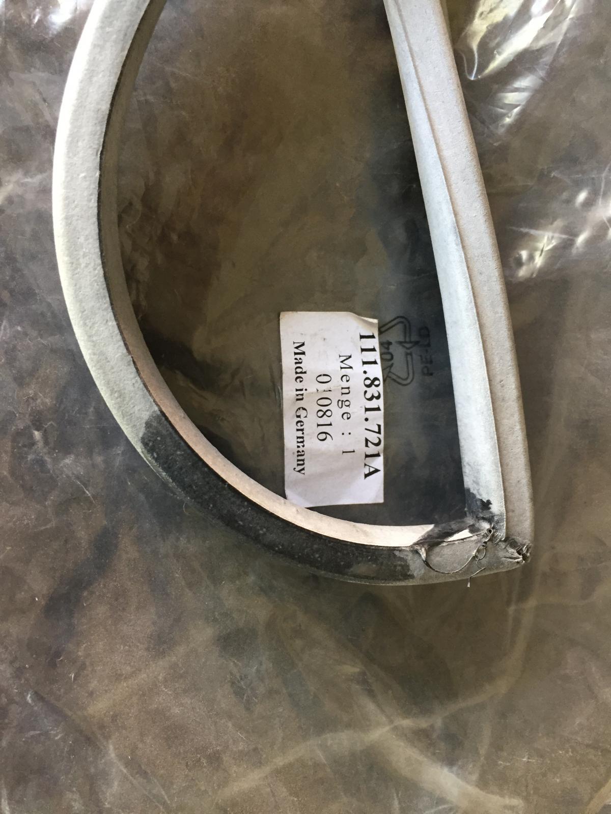 Rubber door seals 111831721A
