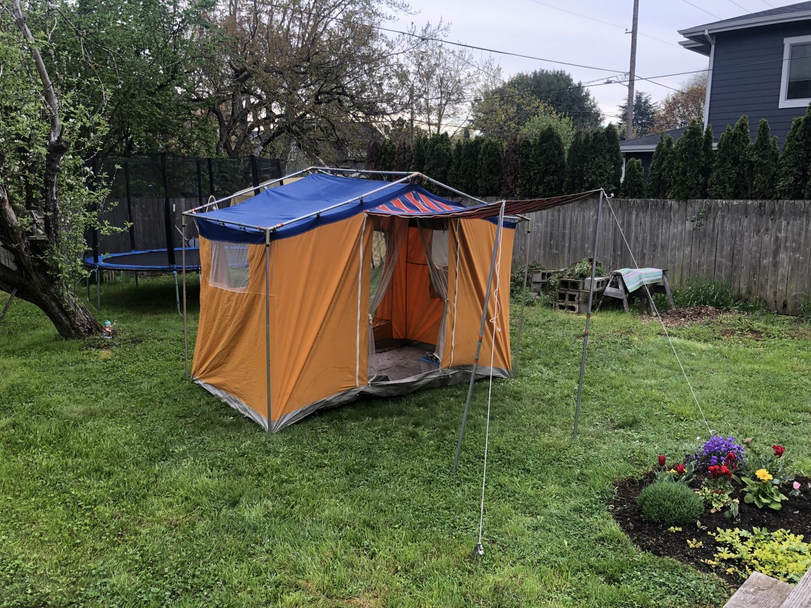 Bay window tent
