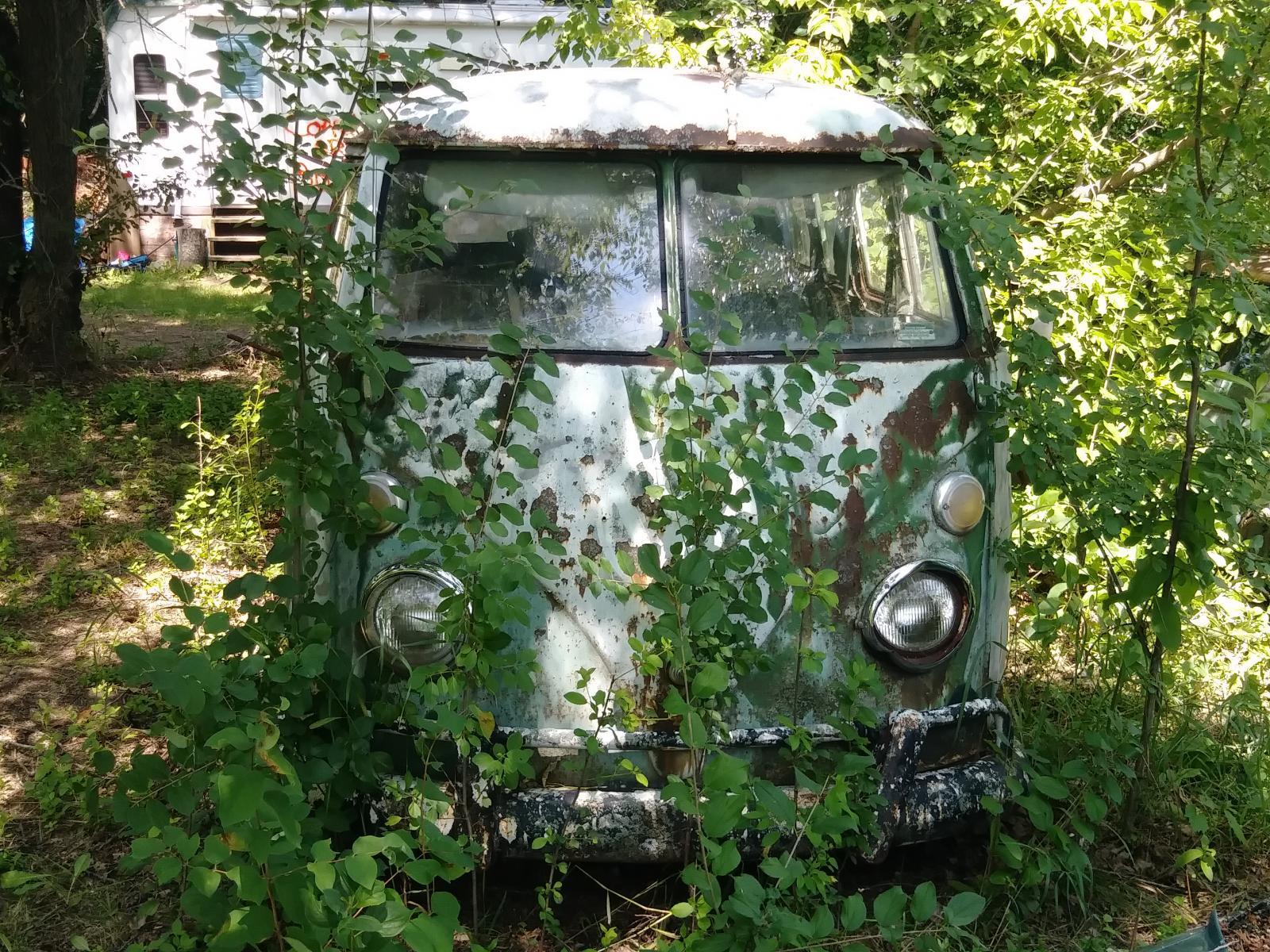 Junkyark bus