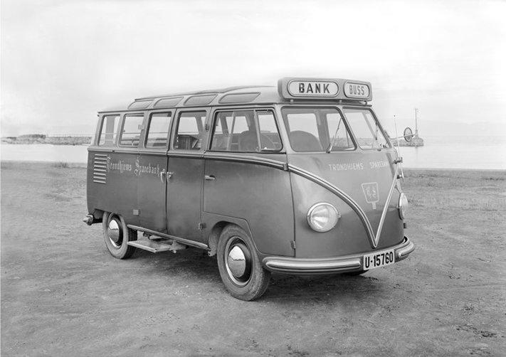 Barndoor Deluxe with bank logo and side step