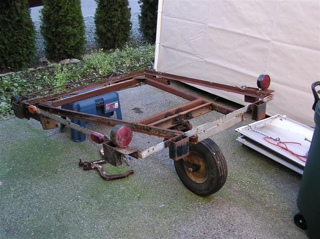 old single wheel trailer frame