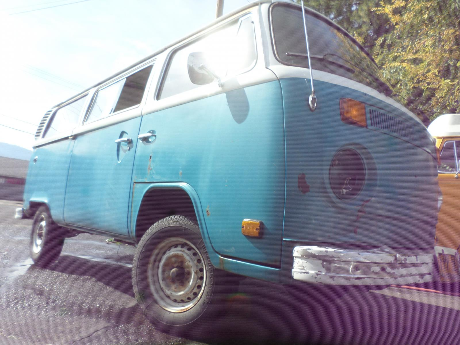 1978 blue/white sunroof automatic