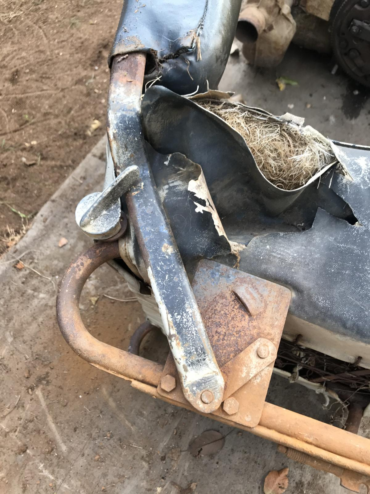 Mystery 56 oval seat