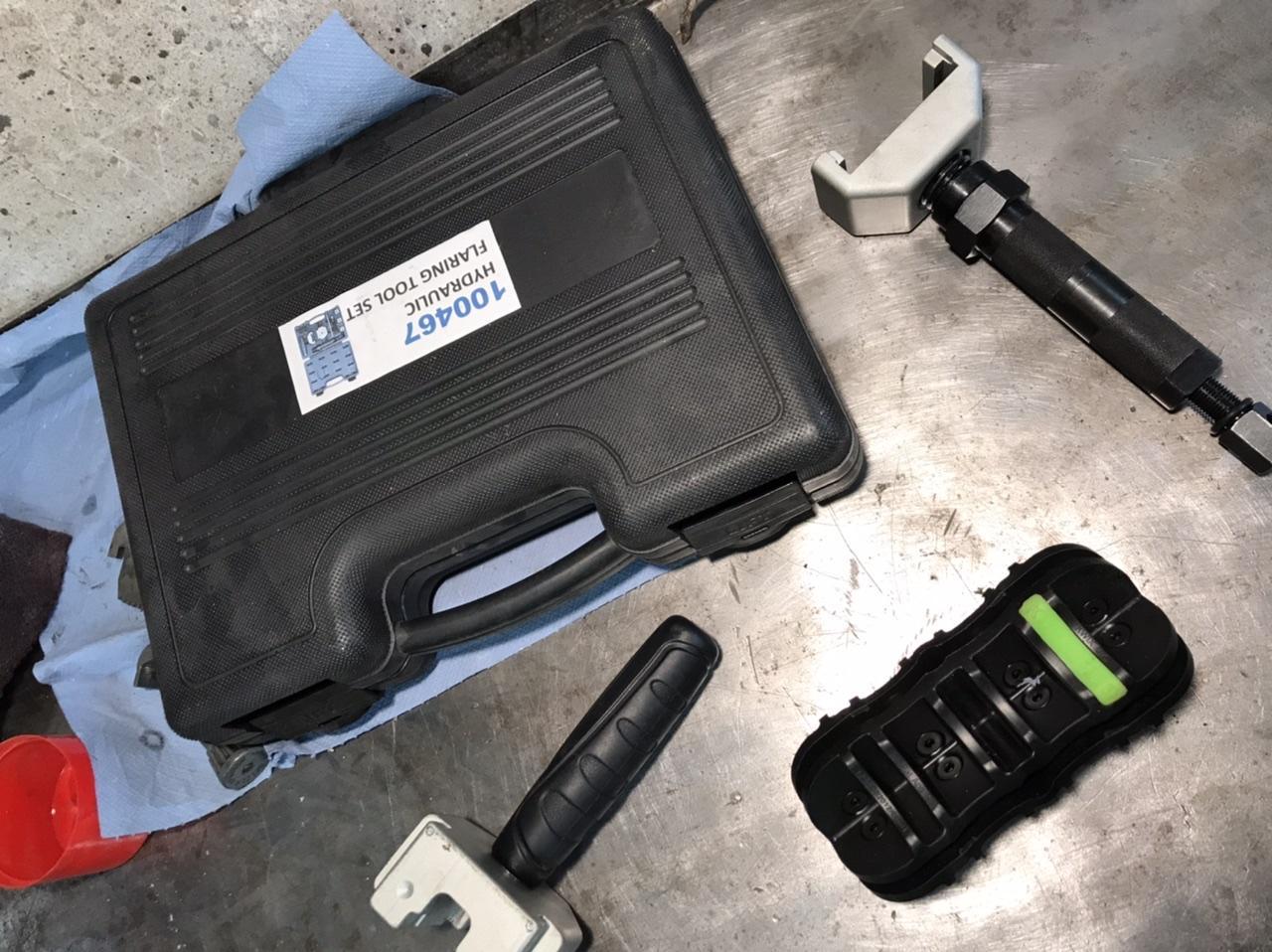 Brake line flaring tool