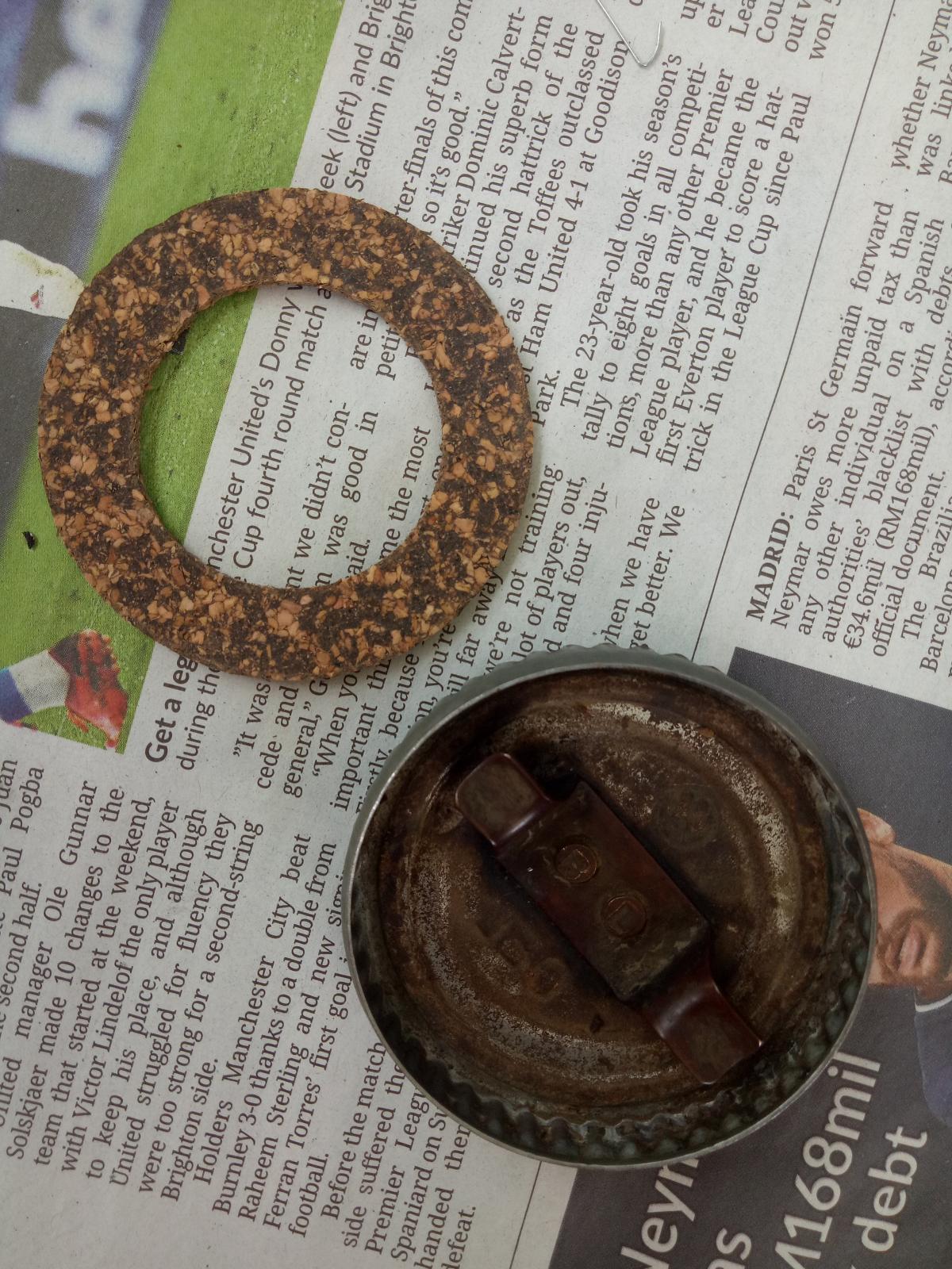 Oil filler cap and cork gasket