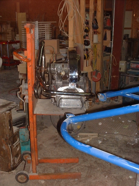 Engine on lift