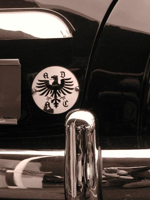 Rometsch Black & White Badge