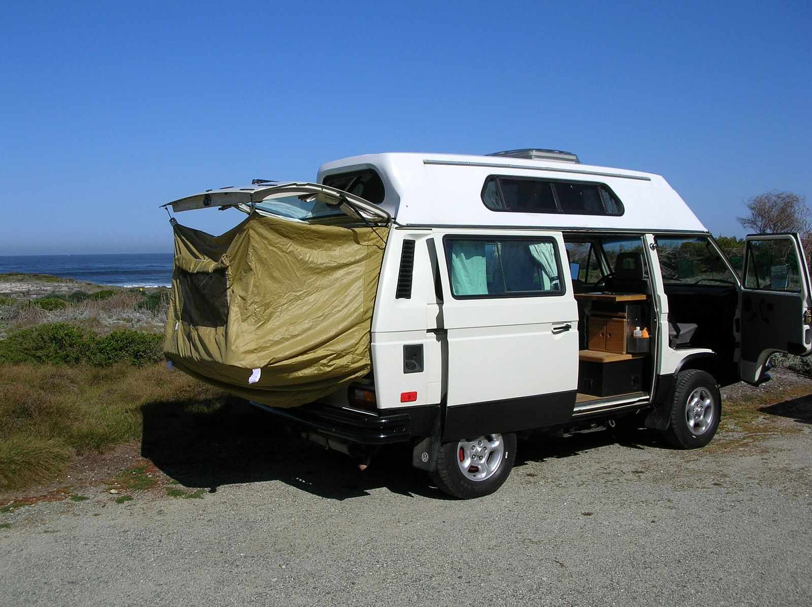 Image may have been reduced in size. Click image to view fullscreen. & TheSamba.com :: Vanagon - View topic - Rear hatch rain fly concept...