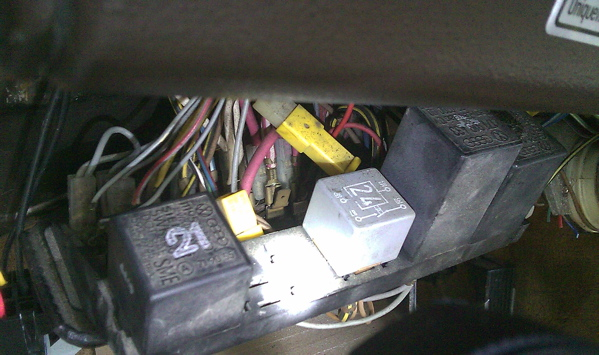 Two open spades on an 85 Westy fuse panel.