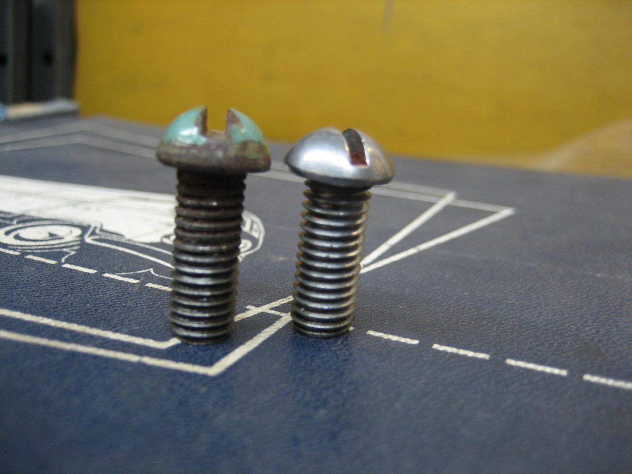 Barndoor mirror arm screw thread