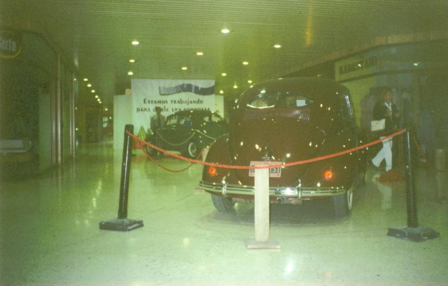 Chestnut Brown 1952 Split at the Encuentro Vintage Centro Chia 2003