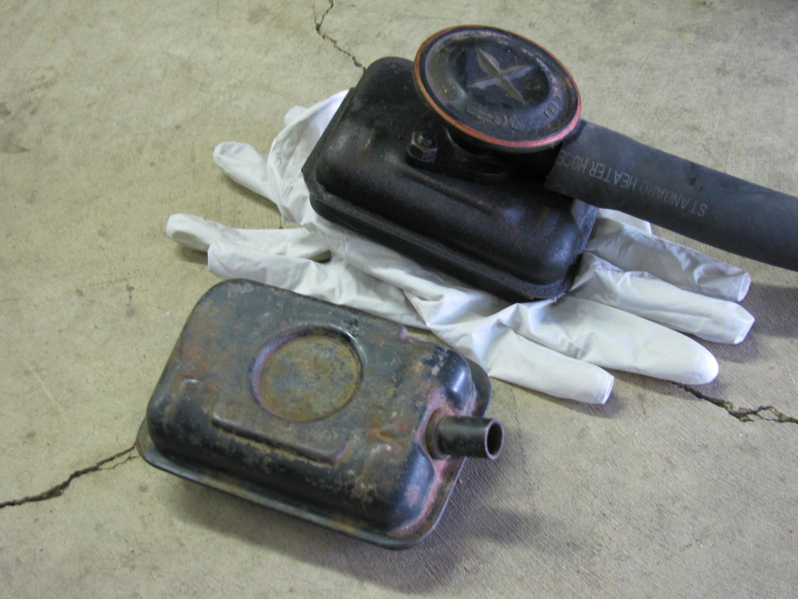 Type IV Bus case breather differences: Carb vs. FI