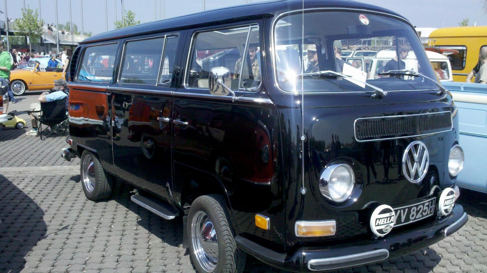 1970 Double-slider Deluxe with sunroof