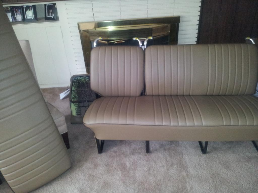 Middle and rear seats