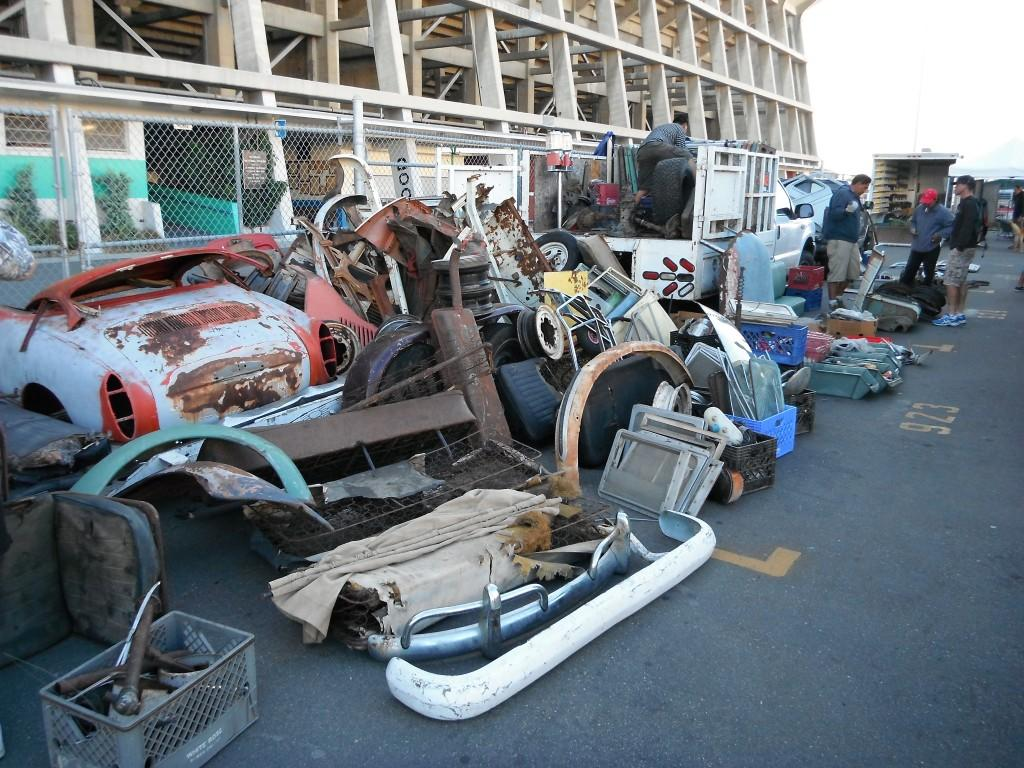 Swap meet photo - Lots of parts