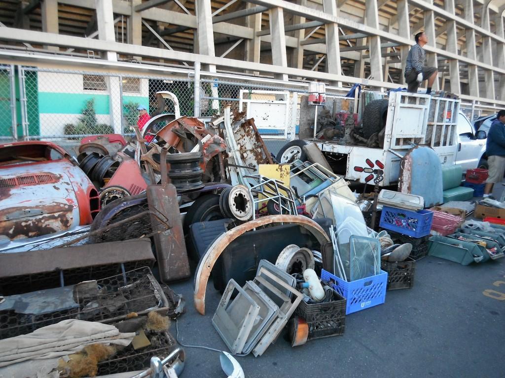 Swap meet photo - Lots of parts