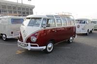 21-Window Deluxe Bus