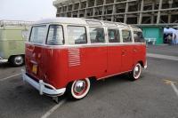 23-Window Deluxe Bus