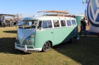 15-Window Deluxe Bus