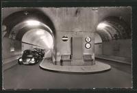 VW split in Elbe Tunnel