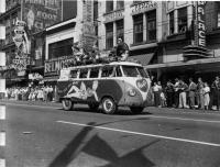 Hart's Auto Gloss logo bus