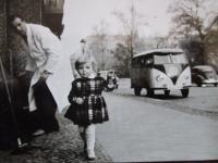 Little girl and Bulli