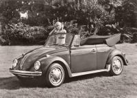 Press Photo - Girl with Käfer Cabrio