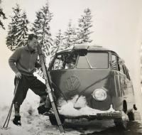 Barndoor Kombi and skier