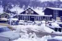 Snow Canada bus