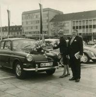 Notchback with flowers