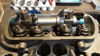 Head valve spring rockers
