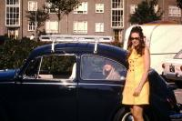 Late-model Bug with 2 ladies and cool roof rack
